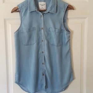 American Eagle outfitter sz M Chambray button down